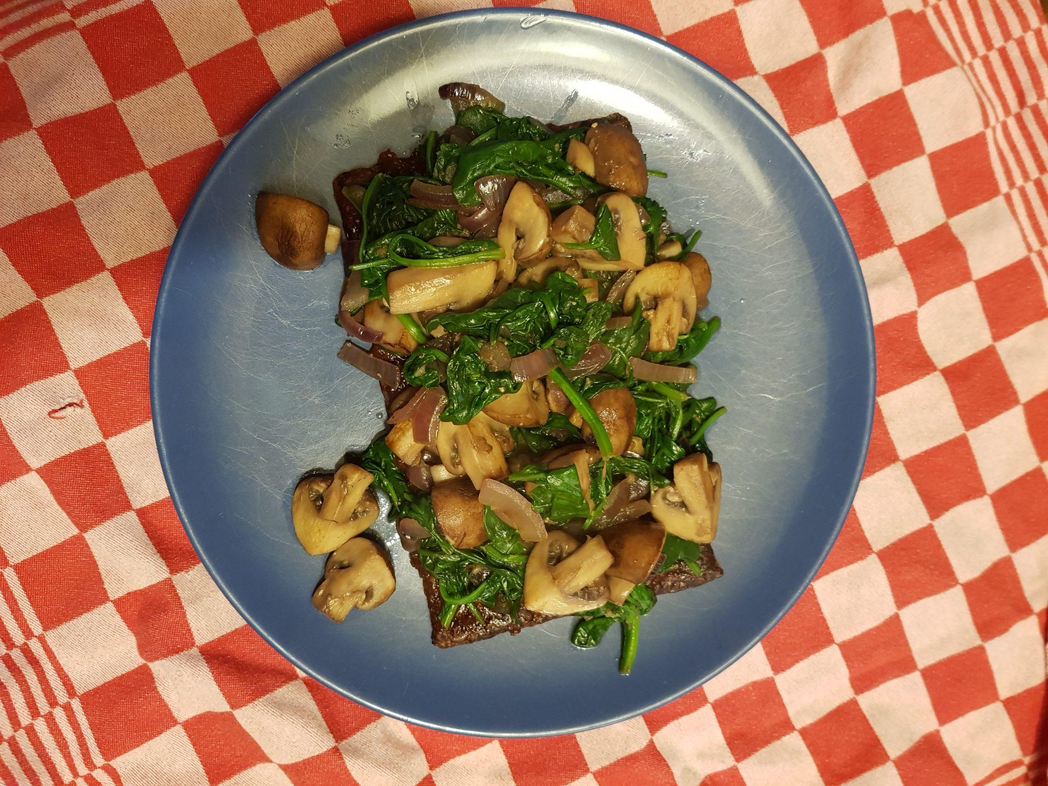 ZwamBoon met spinazie, ui en champignons